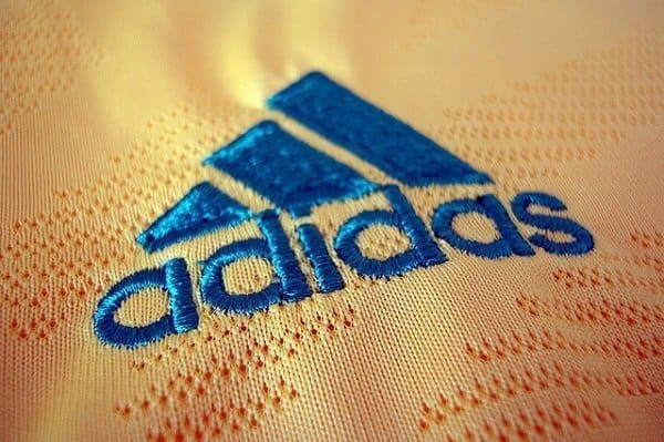 Zbog korupcije Adidas preispituje sponzorski ugovor s FIFA-om