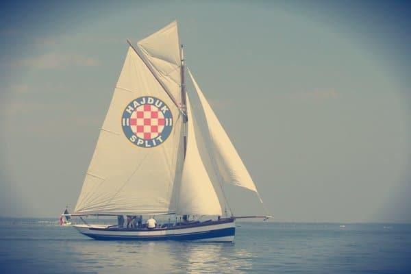 Kuda plovi bijeli brod?