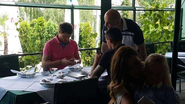 Mario Mamić i Dejan Lovren snimljeni u zagrebačkom restoranu