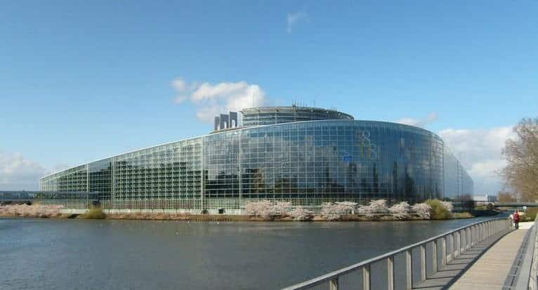 Članovi Europskog parlamenta prozvali čelnike UEFA-e i FIFA-e za poticanje koruptivnog sistema u nogometu